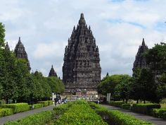 Prambanan temple on Java, see how to combine it wiith Bali in 9 days on The Smart Route! #travel #vacation #itinerary #indonesia #asia #java #yogyakarta #temples #prambanan #hinduism #explore #thesmartroute