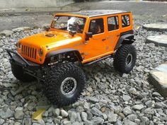 Super clean SCX10-JK build! Reminds me a little of the Orange Blossom Express build by Poison Spyder Customs. www.bendercustoms.com