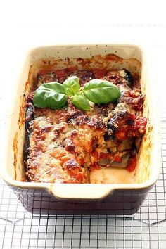 Photo-copy: Reggie goes Veggie. Aubergine met mozarella en p. Good Healthy Recipes, Veggie Recipes, Real Food Recipes, Vegetarian Recipes, Cooking Recipes, Yummy Food, Love Food, A Food, Food And Drink