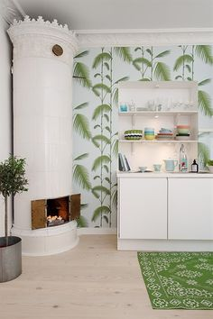 Creative Tonic loves Papier peint - Cole and Son - Palm Leaves - Pale Blue & Green Botanical Interior, Tropical Kitchen, Sala Grande, Colorful Apartment, Cool Kids Rooms, Traditional Fireplace, Black And White Wallpaper, Gothenburg, Interior Decorating