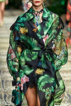 Dolce & Gabbana Spring 2020 Ready-to-Wear Collection - Vogue 2020 Fashion Trends, Fashion 2020, High Fashion, Fashion Show, Fashion Outfits, Womens Fashion, Dolce & Gabbana, Vogue Paris, Estilo Glamour