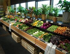 FLX - Refrigerated Produce Table: Inspired by produce vendors in the streets of Europe, the FLX is always in demand by customers across the board. This proven merchandiser is specifically designed to give your product the best presentation possible. Fruit And Veg Shop, Fruit And Vegetable Storage, Vegetable Shop, Supermarket Design, Retail Store Design, Veggie Display, Herbal Shop, Vegetable Decoration, Cafe Exterior