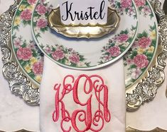 Monograms make everything better!!! #monogram #monogrameverything #dinner #dinnernapkin #tablescape #florals #dinnerparty #vintage #hostess #bossbabe #personalized #stylinbrunette