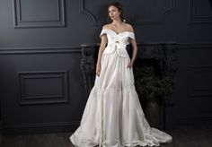 Lihi Hod's 2020 Collection is all about Parisian romance in this stunning runway of wedding gowns. Light, airy and ethereal beading and delicate embroidery capture the spirit of a Paris feel Tulle Wedding, Bridal Wedding Dresses, Designer Wedding Dresses, Bridal Style, Chic Wedding, Dream Wedding, Monique Lhuillier, Curvy Bride, Royal Brides