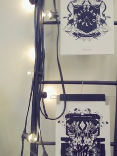 House Doctorin valoketju ja tikkaat, sekä Taulu ja tapetti -printtejä