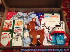 """Night Before Christmas Box. Maybe instead make it the 25 Days of Christmas box and hide gifts in it each day leading to Christmas. Do a """"bigger"""" box on Christmas Eve Christmas Eve Box For Kids, Night Before Christmas Box, Xmas Eve Boxes, Noel Christmas, Babies First Christmas, Family Christmas, Holiday Fun, Christmas Crafts, Christmas Boxes"""