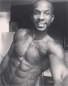 Abs are made in the kitchen!!!!! #sweat #cardio #run #jog #sprint #plyometrics  #hardwork #leglifts #crunches #situps #toetobars #planks #flutterkicks #indianrun #stairs #sandiego #conventioncenter #50shadesofgrey #lajolla #losangeles #pacificbeach #tattoos #exercise #model #black #themotivation #smile #💦🔥💦🔥💦🔥 HEALTHY EATING ALERT 🤴🏾 (oatmeal/peanut butter/...... etc....😭😭😭) #lajollalocals #sandiegoconnection #sdlocals - posted by Dtae AllDay…
