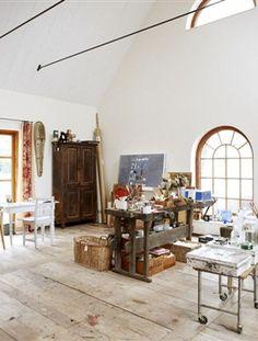 . Rij alle spullen die je nodig hebt tijdens een creative uitspatting door het huis heen met deze trolley. Gevonden op Apartmenttherapy.com