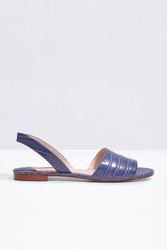 Cortefiel - Sandalia plana destalonada Cute Sandals, Kinds Of Shoes, Fashion Sandals, Pretty Shoes, Hot Shoes, Summer Shoes, Comfortable Shoes, Me Too Shoes, Comfy Shoes