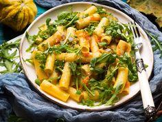 Sütőtökös tészta rukkolával: maradék tökből is isteni - Recept | Femina Autumn Pasta Recipes, Fall Recipes, Sources Of Vitamin A, Creamy Sauce, Okra, Pumpkin Puree, Arugula, Gnocchi, Healthy Cooking