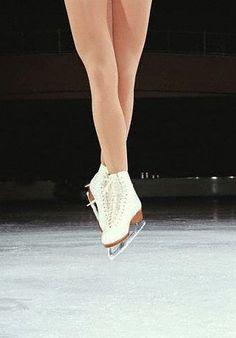 ¿Te gusta ver el patinaje sobre hielo? Te proponemos no solo verlo, practícalo en las pistas que están poniendo en las principales ciudades, te recomendamos la de la plaza del Ayuntamiento de Valencia.  #patinaje #artistico #Valencia #hielo #pista #promociones