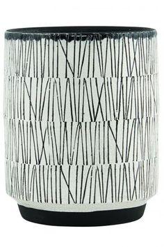 Smuk lertøjs urtepotte fra House Doctor i et fint, hvidt mønster. Ser smuk ud både til en stor eller mindre plante.   Mål: D15 x H19 cm.