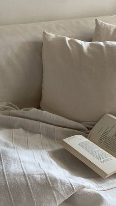 Night Aesthetic, Brown Aesthetic, Aesthetic Photo, Aesthetic Pictures, Reading Motivation, School Motivation, I Love Books, Good Books, Vie Simple