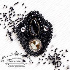 «Brooch with agate and Swarovski  Блескучая брошь с агатом и стразом Сваровски) нашла хозяйку) #мастерская_син #sinbead #sinbeadjewelry #jewelry #brooch…»