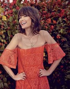 Looking for the best way to bob hairstyles 2019 to get new bob look hair ? It's a great idea to have bob hairstyle for women and girls who have hairstyle way. Bobbed Hairstyles With Fringe, Bob Hairstyles, Bob Haircuts, Medium Hair Styles, Curly Hair Styles, Curly Bangs, Hair Bangs, Corte Y Color, Pinterest Hair