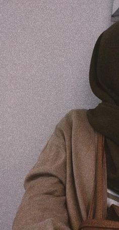 Modern Hijab Fashion, Muslim Fashion, Cute Girl Poses, Girl Photo Poses, Cool Girl Pictures, Girl Photos, Hijab Hipster, Hijab Cartoon, Applis Photo