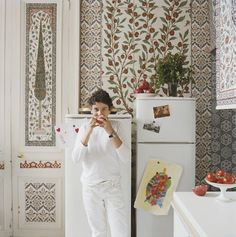 Iksel's Paris kitchen.  Love the boho feel, such a different approach to a kitchen.