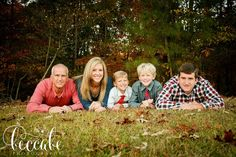 Family of 5 poses Spring Family Pictures, Winter Family Photos, Family Picture Poses, Family Of 5, Family Photo Sessions, Family Posing, Family Portraits, Family Pics, Couple Photography Poses