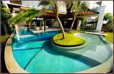 Wrap around pool