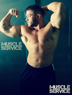Have a great MuscleService Monday, men! #muscleservice #webcam #crew #boss #respectthemuscle #respectforyou #norunningmeter #bannonmen #muscleworship #muscledaddy