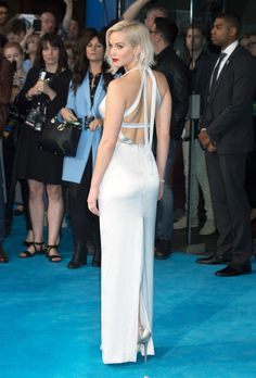 Jennifer Lawrence is an Oscar winning actress. Elie Saab Gowns, Marchesa Gowns, Kentucky, Silver Linings, Jennifer Lawrence Style, Versace Gown, Dior Haute Couture, Pretty Dresses, Amazing Dresses