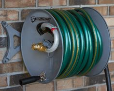 This Strongway™ durable powder-coated steel hose reel comes with an aluminum wall-mounting arm that can be used to set the reel parallel or perpendicular to a wall. Can be modified for right- or left-handed use. Holds up to 150ft. of 5/8in. hose (not included).