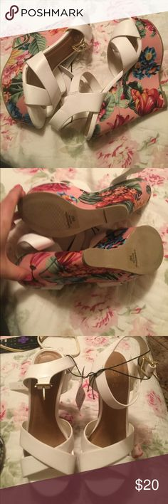 New flower wedges New with tags white wedges with flower print Rue 21 Shoes Wedges