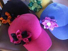 gorras decoradas con cinta - Buscar con Google Felt Crafts, Diy Crafts, Crazy Hats, Headbands, Hair Accessories, Girly, Google, Shoes, Gifs