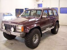 """1988 Jeep XJ - 33"""" tire, Modified wheel wells, Wide Fender Flares and 6"""" lift. - Setting Stocky and Looking tough."""