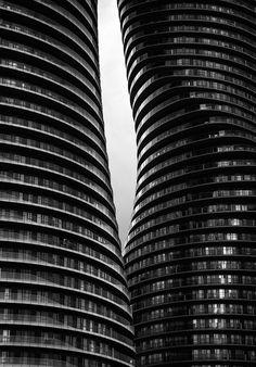 Monroe Curves Glass balconies of The Absolute World / Marilyn Monroe Condominiums in Mississauga. Facade Architecture, Amazing Architecture, Contemporary Architecture, Classification Des Arts, Glass Balcony, High Rise Building, Architectural Elements, Architectural Pattern, Beautiful Images