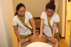 Siente la máxima relajación con uno de nuestros masajes más especiales: masaje a cuatro manos