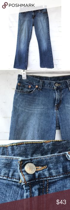 Lucky Brand Woman's Size 8 Dungarees Jeans Item is in excellent used condition.   No tears, rips or stains.   Please see pictures for material and measurements. Lucky Brand Jeans Straight Leg