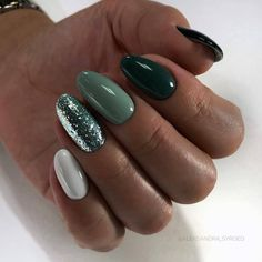 Pin by Alexandra Racheva on in 2020 Green nails Cute nails Classy nails Classy Nails, Stylish Nails, Simple Nails, Cute Nails, Pretty Nails, Gorgeous Nails, Hair And Nails, My Nails, Oval Nails