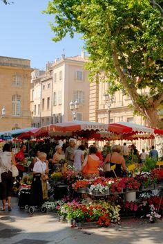 Le #marché aux fleurs - Aix-en-Provence Tout les plus beaux villages de #Provence sont ici #voyage #méditerranée #vacances
