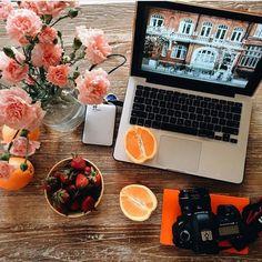 """أحب العالم الهادئ الذي أخلقه لنفسي أكثر من الحياة الاجتماعية التي تجبرنا علي تصنع أشياء ليست بنا """".. by guyana_mohammed"""