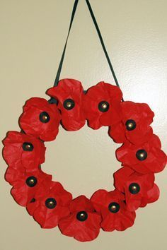 Poppy wreath for Armistice Day/Veterans Day Wreath Crafts, Paper Crafts, Diy Crafts, Poppy Wreath, Remembrance Day Poppy, Poppy Craft, Crafts For Kids, Arts And Crafts, Preschool Crafts