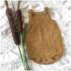 BabyE – romper - Jumpsuits and Romper Baby Hats Knitting, Knitting For Kids, Baby Knitting Patterns, Crochet For Kids, Crochet Patterns, Crochet Romper, Crochet Hooks, Knit Crochet, Knitted Baby Outfits