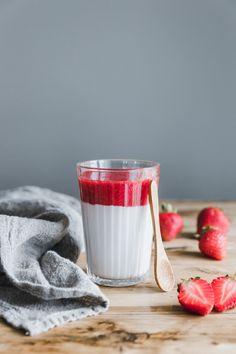 Vegane Mandel-Pannacotta mit Erdbeersauce · Eat this! Foodblog • Vegane Rezepte • Stories