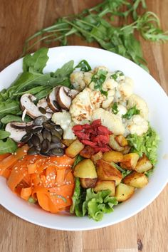 Buddha Bowl mit basischer Rohkost und Kartoffeln Healthy One Pot Meals, Healthy Food, Healthy Recipes, Food Porn, Buddha Bowl, Vegan, Food Coloring, Cooking Ideas, Cobb Salad