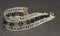 Dentelle Pied Guipure Perle Swarovski Lace Bracelet, Lace Necklace, Lace Jewelry, Bracelets, Diy Jewelry, Lace Art, Bobbin Lace Patterns, Wire Crochet, Lacemaking