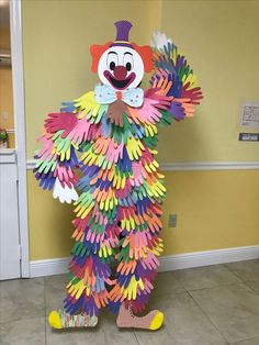 Zirkus-Geburtstagsfeier-Ideen-Kinder - Handdruck-Clown, idea the world Best Picture For diy carnival ideas For Your Taste You are looki Clown Crafts, Circus Crafts, Carnival Crafts, Diy And Crafts, Crafts For Kids, Paper Crafts, Children Crafts, Circus Birthday, Circus Theme