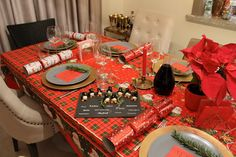 Christmas Dinner Party Set Up Decor