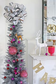 Love the idea of using two giant bows as the tree topper!!!