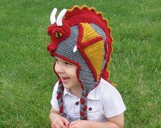 Ravelry: Dragon Hat pattern by Joni Memmott / BriAbby Gul mössa, grön drake Half Double Crochet, Single Crochet, Dragon En Crochet, Crochet Dragon Pattern, Sewing Patterns, Crochet Patterns, Crochet Ideas, Knitting Patterns, Earflap Beanie