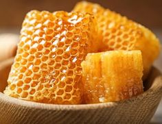 DreamJournal, dream - Metaphor folk get flooded, raw honey in a cup, honeycomb Honeycomb Raw, Honey Benefits, Best Honey, Raw Honey, Nutritional Supplements, Food Menu, Organic Recipes, Sweet, Comb Honey