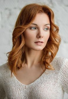Darkish crimson hair Clear complexion with a delicate and stylish face. Dreamy look. Stunning Redhead, Beautiful Red Hair, Gorgeous Redhead, Beautiful Eyes, Gorgeous Women, Red Hair Woman, Red Hair Female, Woman Face, Female Face