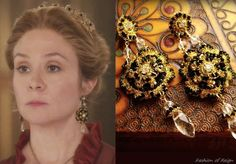 In the twentieth episode Queen Catherine wears these gorgeous Edera Jewelry Morgaine Earrings.