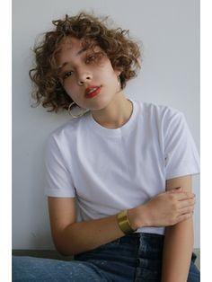 【2019年夏】外国人の少年みたいなカーリーヘア/nanuk shibuya 【ナヌーク】のヘアスタイル BIGLOBEヘアスタイル How To Curl Short Hair, Girl Short Hair, Short Curly Hair, Curly Hair Styles, Short Perm, Hair Inspo, Hair Inspiration, New Hair, Your Hair