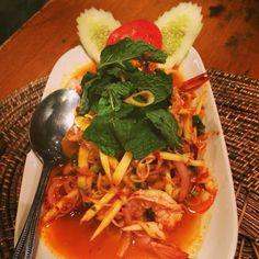 Shrimp salad with lemongrass & mint Shrimp Salad, Lemon Grass, Bangkok, Thai Red Curry, Mint, Ethnic Recipes, Food, Essen, Meals