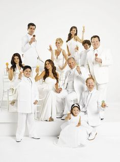 Sofia Vergara, Julie Bowen, Movies And Series, Movies And Tv Shows, Modern Family Tv Show, Morden Family, Family Poster, Tv Show Casting, Family Movies